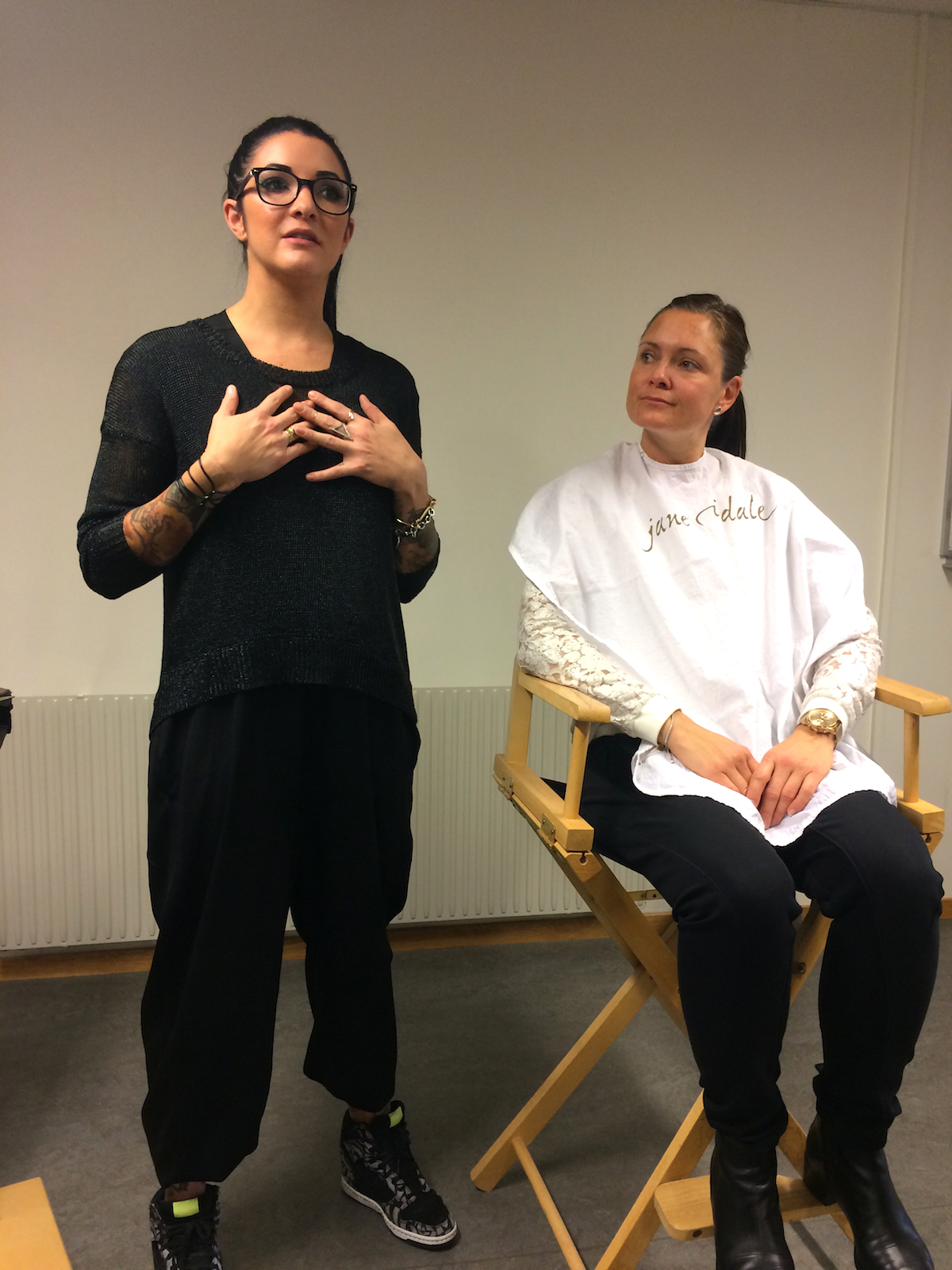 hanna hatcher jane iredale with model|skonhetssnack.se
