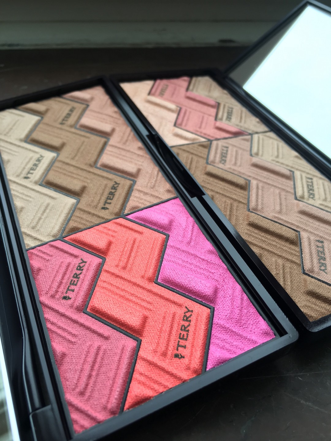 BY terry sun Cruise Palettes open 2