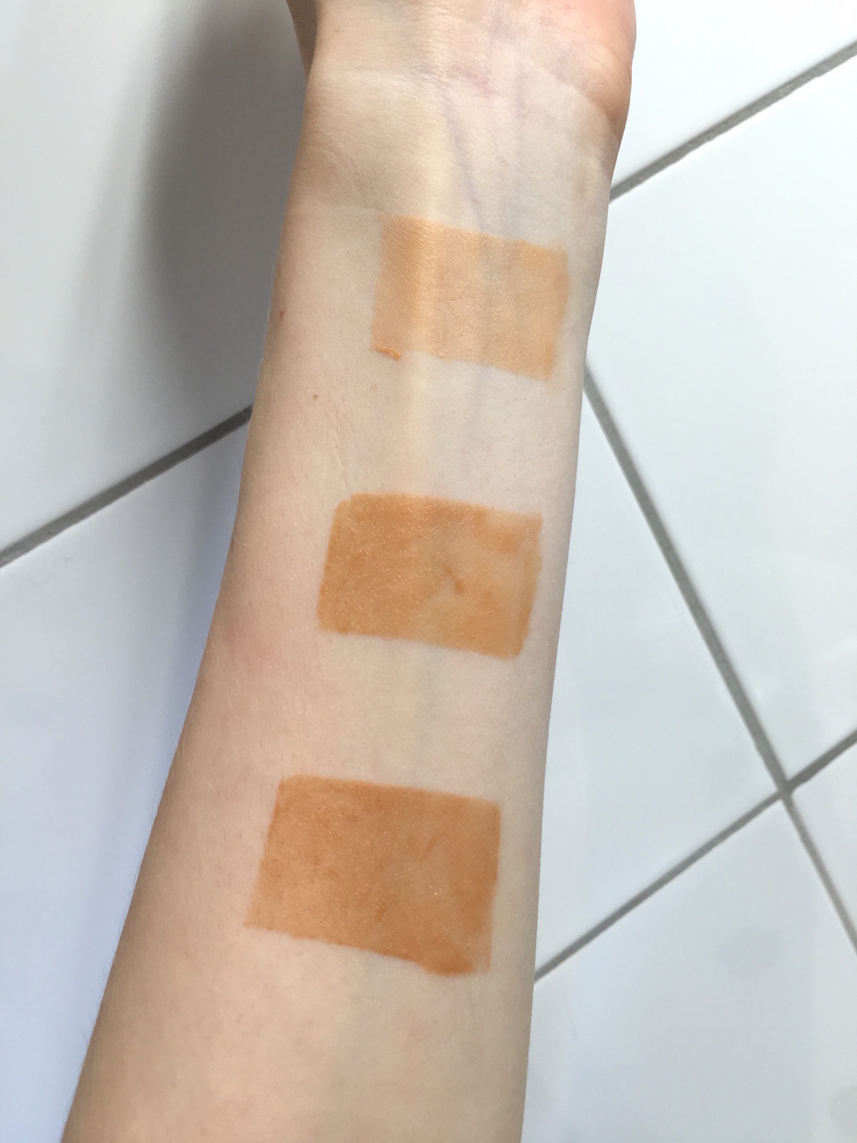 By Terry Terrybly Densiliss Sunglow swatches inside