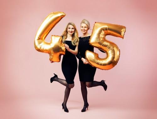Andrea Olofsson och Lena Hallbäck- Olofsson firar Hudotekets 45-årsjubileum