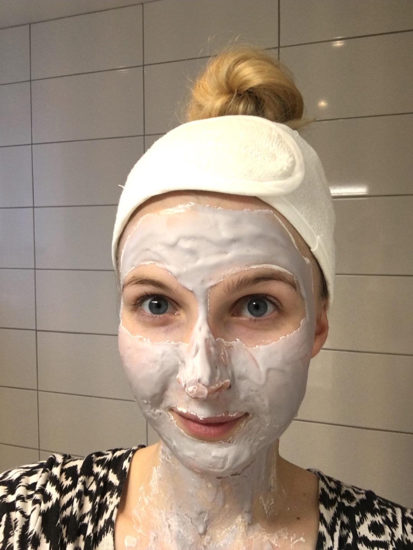 Bliss Mask a-peel Radiance Revealing Rubberizing Mask på skönhetssnack.se IMG_6058