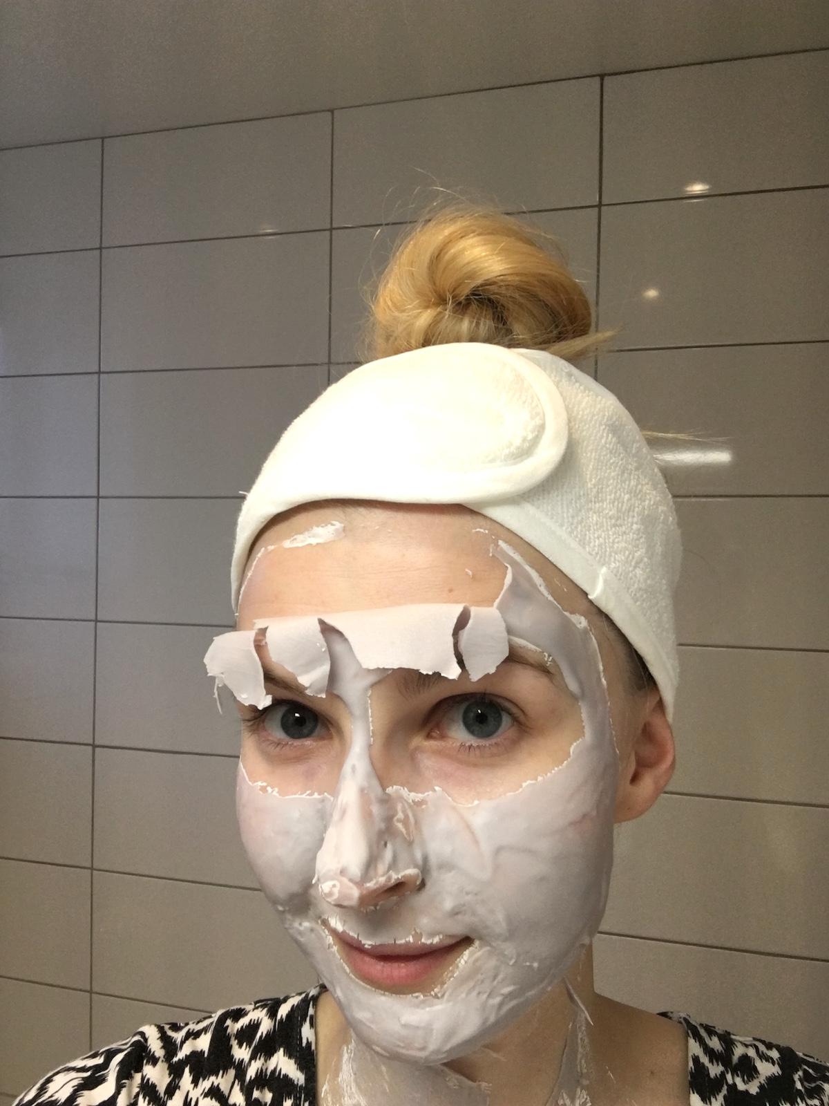 Bliss Mask a-peel Radiance Revealing Rubberizing Mask på skönhetssnack.se IMG_6076