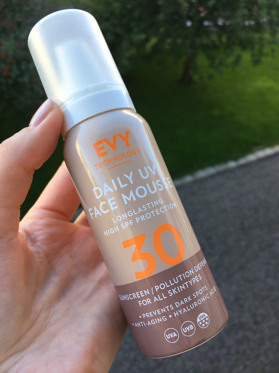 Evy daily uv face mousse can
