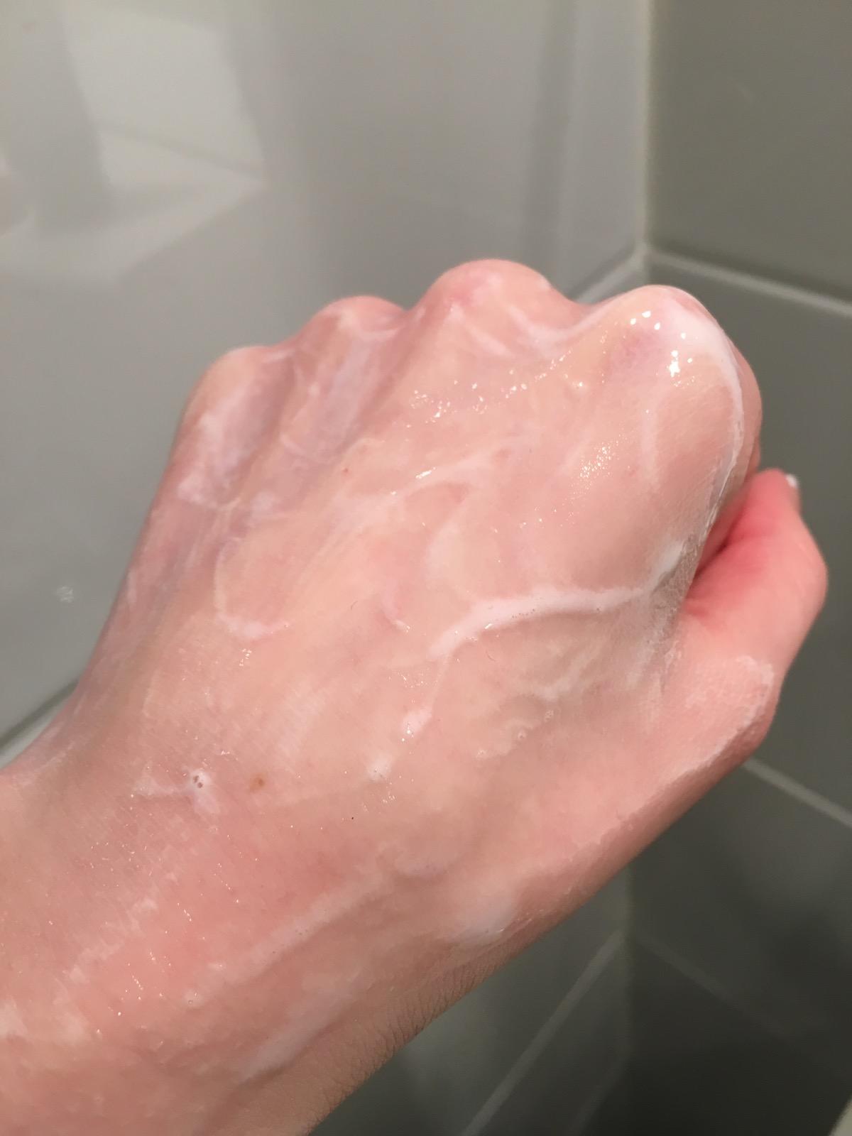 skin regimen cleanser on hand, skonhetssnack.seIMG_0918